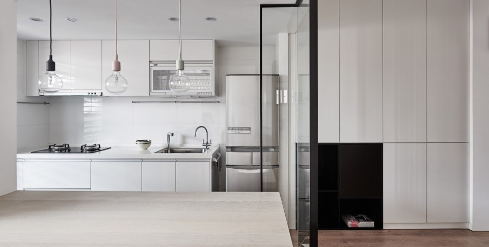 16-09-Small-Simple-Elegant-Apartment-Taichung-by-Z-AXIS--960x486