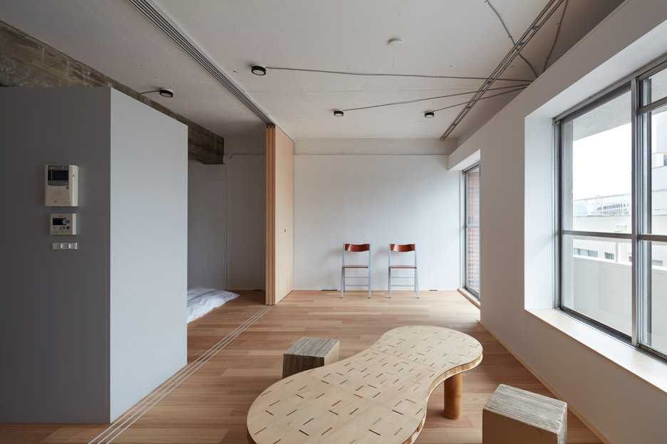 Small-Apartment-FrontOfficeStudio-Tokyo-Living-Room-Humble-Homes