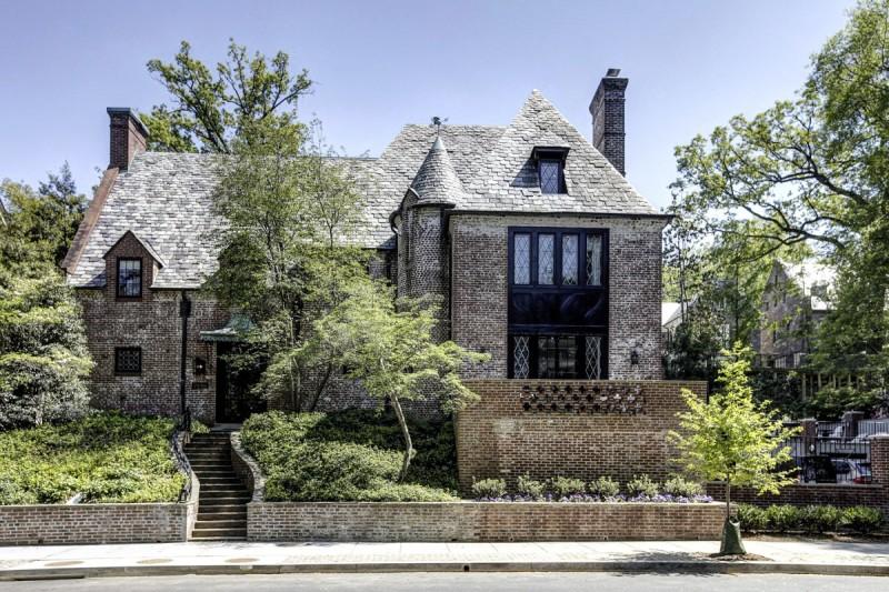 新屋以白色為主色,優雅程度可媲美白宫。