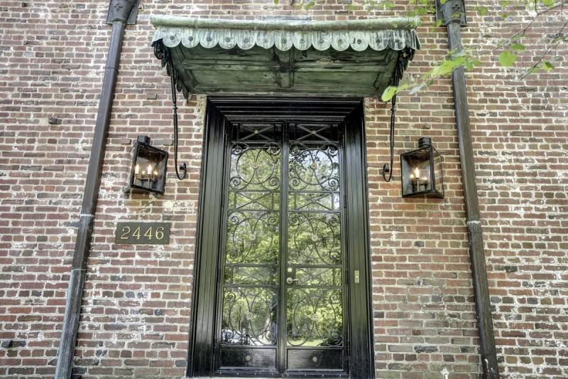 充滿古化設計風格的大門,未進入已感受到大宅的氣派。
