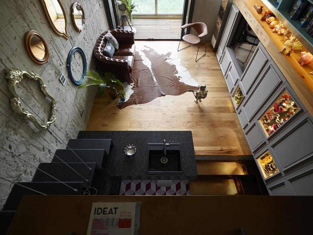 從二樓向下望的高角度景象,是外加樓層所附加的新景象享受。