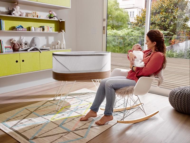 robotic-crib-for-happiest-baby-yves-behar-designs-childrens-furniture_dezeen_2364_col_4